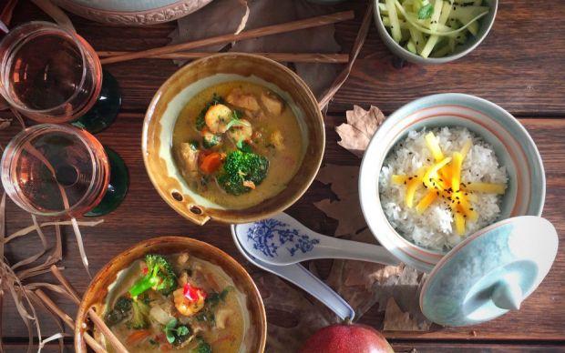 https://yemek.com/tarif/tavuk-ve-karidesli-thai-kori/ | Tavuk ve Karidesli Thai Köri Tarifi