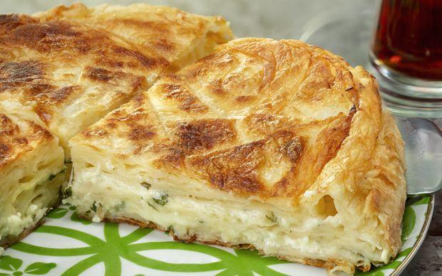 bol-peynirli-tava-boregi-yemekcom