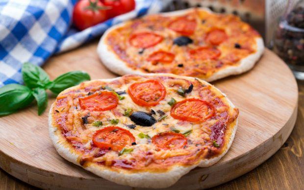 https://yemek.com/tarif/bazlamadan-pizza/   Bazlamadan Pizza Tarifi