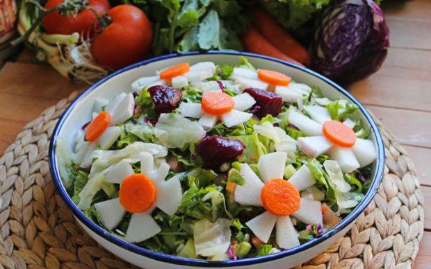 https://yemek.com/tarif/amasra-salatasi/   Amasra Salatası Tarifi