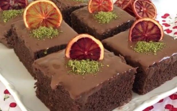 https://yemek.com/tarif/cikolatali-browni-tadinda-kek/   Çikolatalı Browni Tadında Kek Tarifi