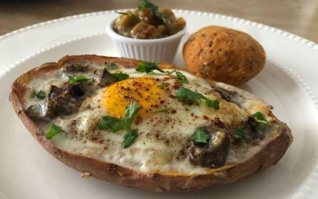 https://yemek.com/tarif/tatli-patates-yataginda-yumurta/   Tatlı Patates Yatağında Yumurta Tarifi