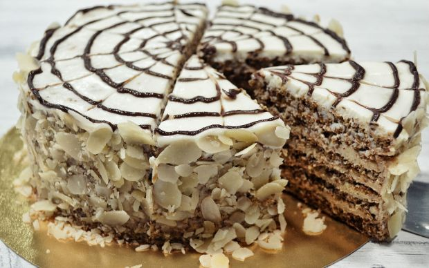 https://yemek.com/tarif/ebruli-yas-pasta/ | Ebruli Yaş Pasta Tarifi