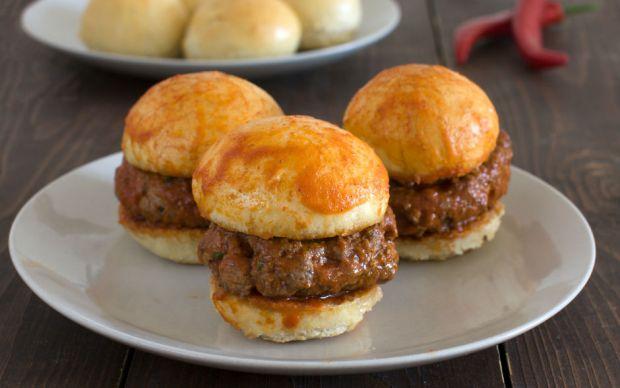 https://yemek.com/tarif/mini-islak-hamburger/ | Mini Islak Hamburger Tarifi