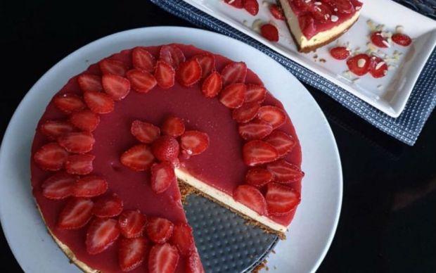 sekersiz-cilekli-cheesecake-tarifi