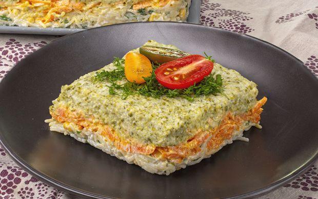 https://yemek.com/tarif/uc-renkli-brokoli-salatasi/ | Üç Renkli Brokoli Salatası Tarifi