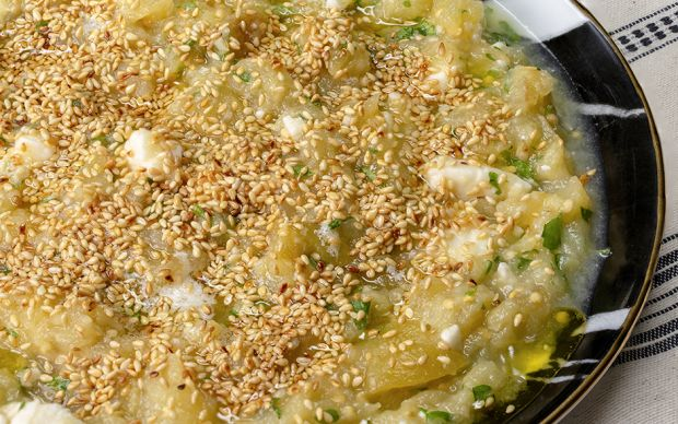 https://yemek.com/tarif/balli-ve-peynirli-koz-patlican/   Ballı ve Peynirli Köz Patlıcan Tarifi