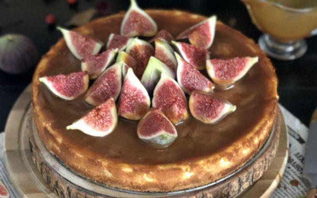 https://yemek.com/tarif/incirli-karamel-soslu-cheesecake/   İncirli Karamel Soslu Cheesecake Tarifi