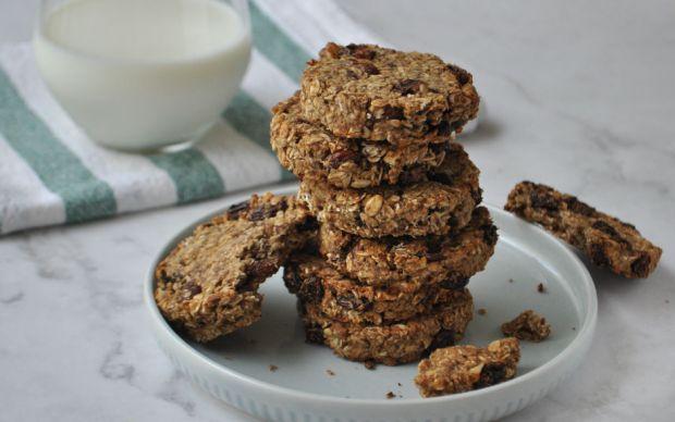 https://yemek.com/tarif/kuru-uzumlu-yulafli-vegan-kurabiye/   Kuru Üzümlü Yulaflı Vegan Kurabiye Tarifi