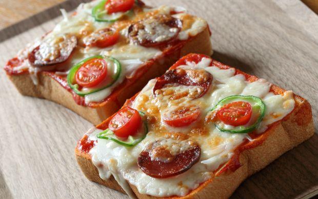 https://yemek.com/tarif/pizza-tadinda-kahvaltilik/ | Pizza Tadında Kahvaltılık Tarifi