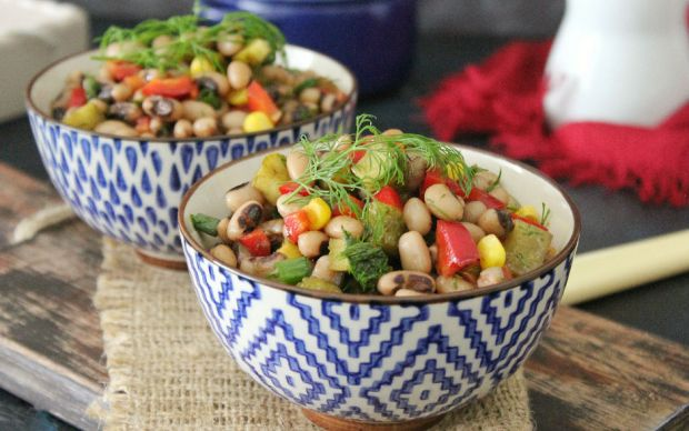 https://yemek.com/tarif/kuru-borulce-salatasi/   Kuru Börülce Salatası Tarifi