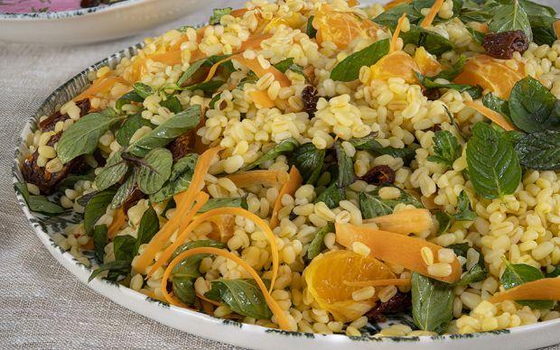 https://yemek.com/tarif/mandalinali-bulgur-salatasi/ | Mandalinalı Bulgur Salatası Tarifi