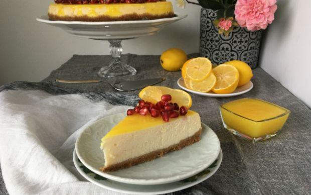 https://yemek.com/tarif/soslu-limonlu-cheesecake/   Soslu Limonlu Cheesecake Tarifi