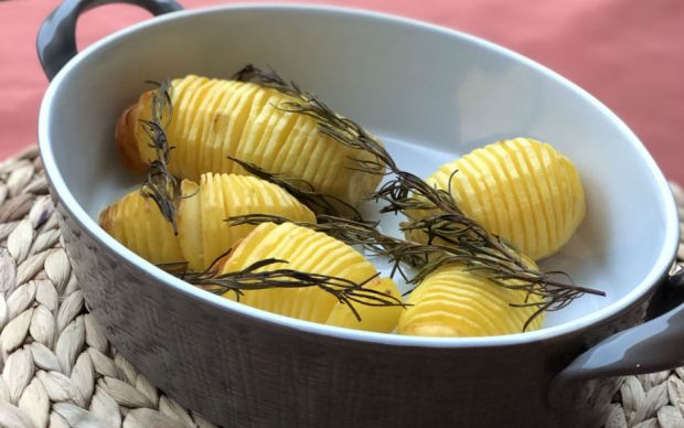 firinda-biberiyeli-patates-tarifi
