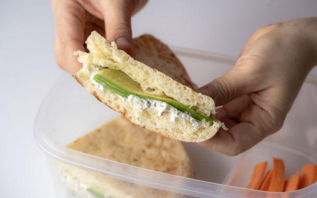 peynirli-bazlama-sandvic-yemekcom