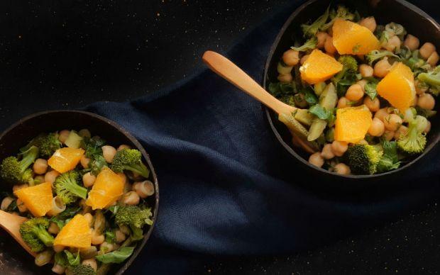 https://yemek.com/tarif/tatli-eksi-nohut-salatasi/   Tatlı Ekşi Nohut Salatası Tarifi