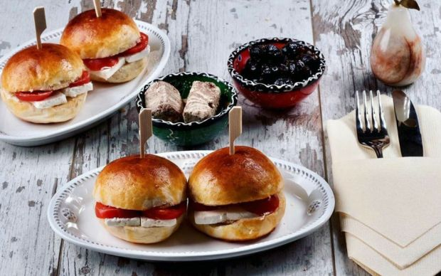 https://yemek.com/tarif/mini-sandvicler/ | Mini Sandviçler Tarifi