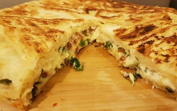 https://yemek.com/tarif/pratik-tava-boregi/   Pratik Tava Böreği Tarifi