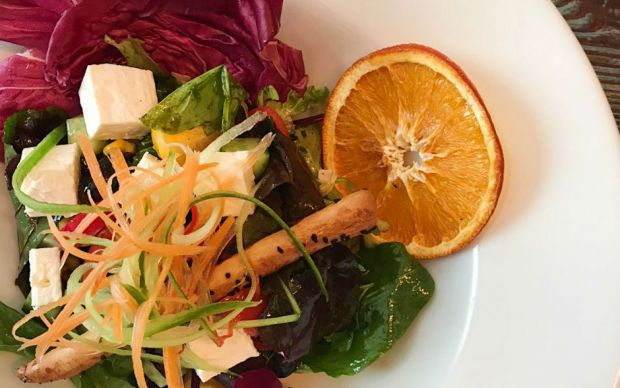 italyan-soslu-akdeniz-salata