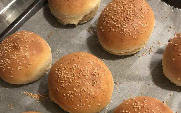 https://yemek.com/tarif/pratik-hamburger-ekmegi/   Pratik Hamburger Ekmeği Tarifi