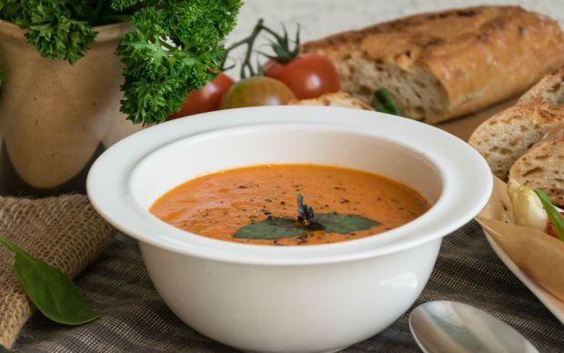 https://yemek.com/tarif/kozlenmis-biberli-domates-corbasi/ | Közlenmiş Biberli Domates Çorbası Tarifi