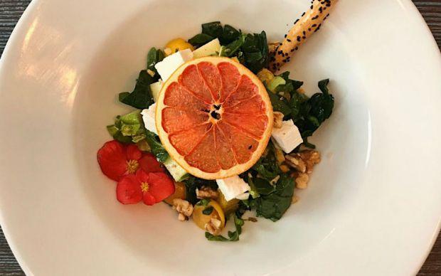 portakal-soslu-ispanak-salatasi