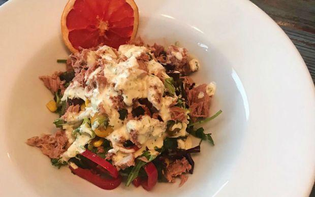 vinigret-soslu-ton-balikli-salata-tarifi