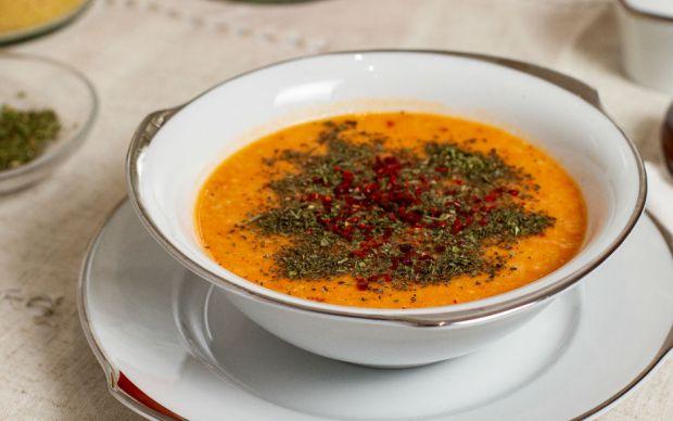 https://yemek.com/tarif/yogurtlu-ezogelin-corbasi/ | Yoğurtlu Ezogelin Çorbası Tarifi