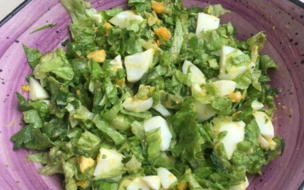 yumurtali-marul-salatasi-tarifi