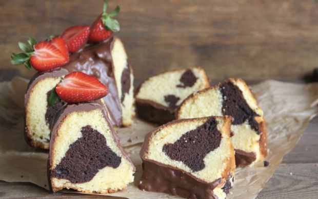 cikolata-soslu-mermer-kek-editor