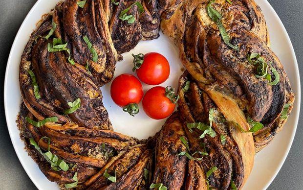 rokforlu-ve-zeytin-ezmeli-ekmek-tarifi