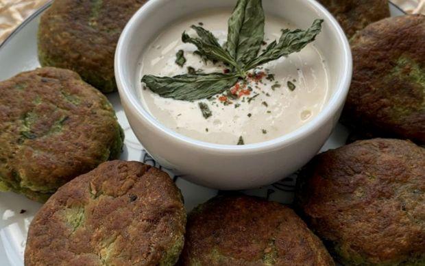 yogurt-soslu-falafel-tarifi