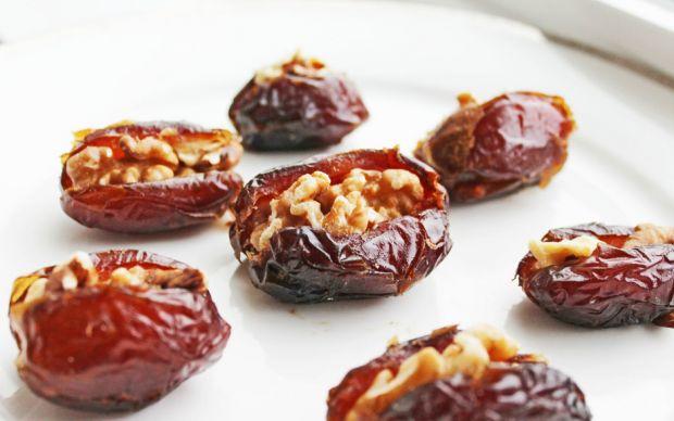 https://www.cleaneatingrecipesblog.com/clean-eating-recipe-walnut-stuffed-dates/   cleaneatingrecipesblog