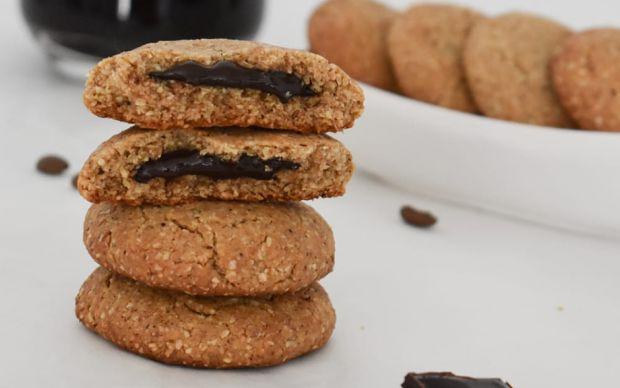 findik-ezmeli-cikolata-dolgulu-biskuvi-tarifi