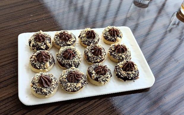 https://yemek.com/tarif/findikli-cikolatali-kurabiye/ | Fındıklı Çikolatalı Kurabiye Tarifi