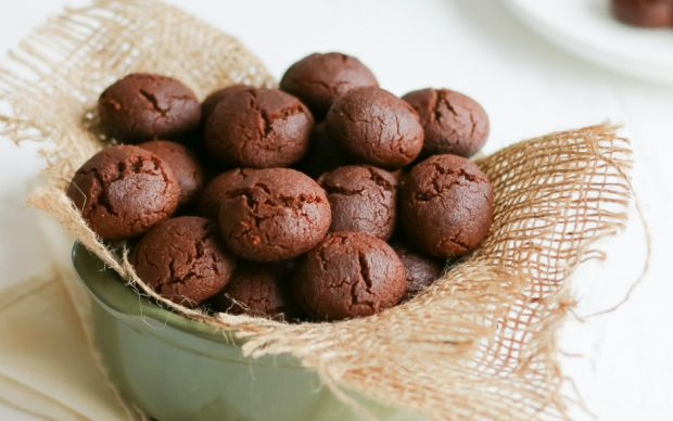 https://yemek.com/tarif/rafine-sekersiz-brownie-kurabiye/ | Rafine Şekersiz Brownie Kurabiye Tarifi