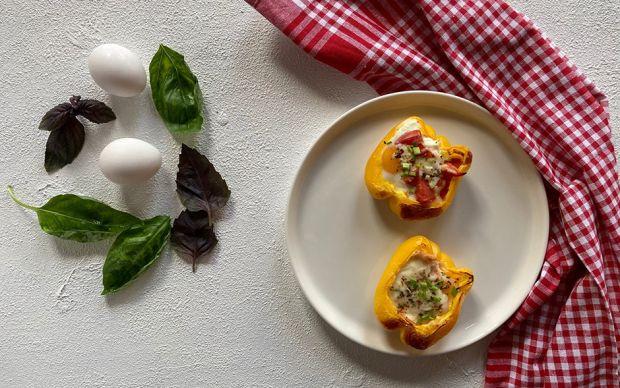 https://yemek.com/tarif/sari-biberli-peynirli-kahvaltilik/ | Sarı Biberli Peynirli Kahvaltılık Tarifi