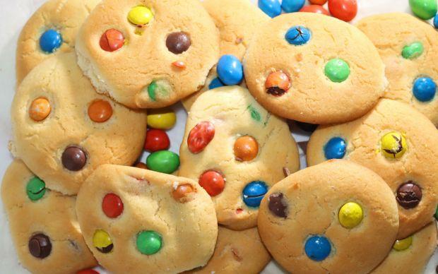 renkli-drajeli-kurabiye