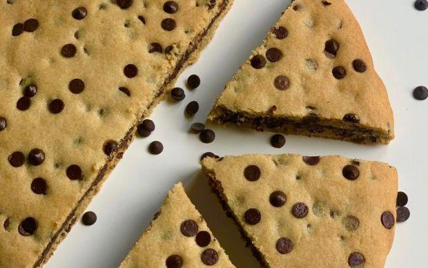https://yemek.com/tarif/dev-cookie-3/ | Dev Cookie Tarifi