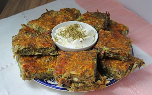 https://yemek.com/tarif/kabakli-patatesli-firin-mucver/   Kabaklı Patatesli Fırın Mücver Tarifi