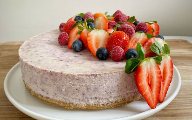 https://yemek.com/tarif/yaban-mersinli-cheesecake-3/ | Yaban Mersinli Cheesecake Tarifi