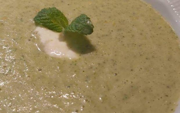 krem-peynirli-brokoli-corbasi-tarifi