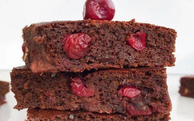 https://yemek.com/tarif/sekersiz-visneli-brownie/ | Şekersiz Vişneli Brownie Tarifi