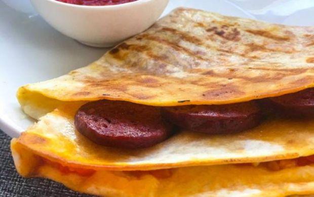 sucuklu-tortilla-tost-tarifi