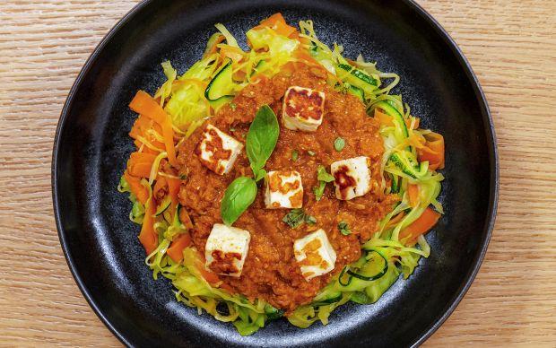 bolonez-soslu-sebzeli-makarna-bowl-yemekcom