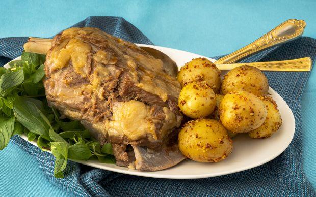 kuzu-kol-suyunda-pismis-hardalli-mini-patatesler-yemekcom