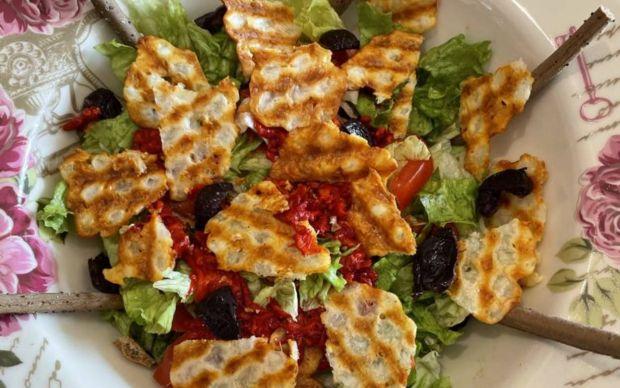 hellim-peynirli-diyet-salata-tarifi