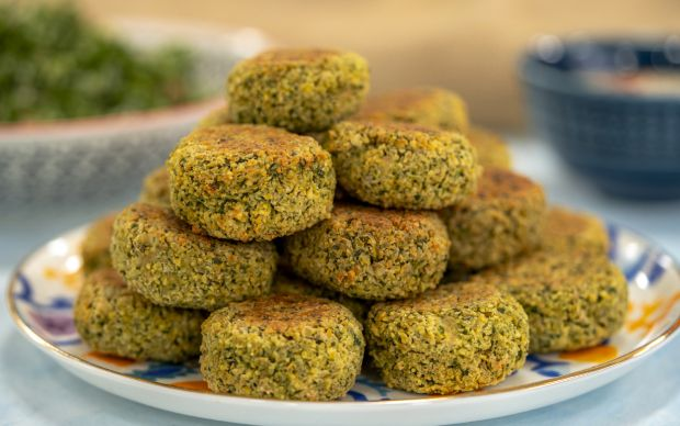 https://yemek.com/tarif/tahin-soslu-firinda-falafel/ | Tahin Soslu Fırında Falafel Tarifi
