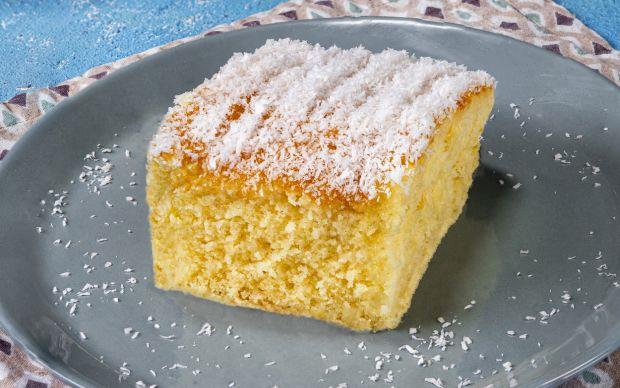 hindistan-cevizli-islak-kek-yemekcom