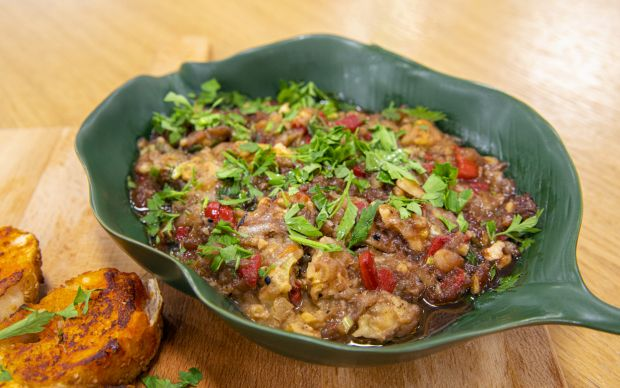 https://yemek.com/tarif/nar-eksili-patlican-salatasi/   Nar Ekşili Patlıcan Salatası Tarifi